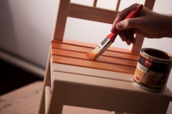 Jakimi farbami malować meble do pokoju dziecka?